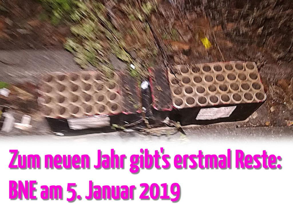 Reste abgebrannter Feuerwerkskörper.  Zum neuen Jahr gibt's erstmal Reste: BNE am 5. Januar 2019